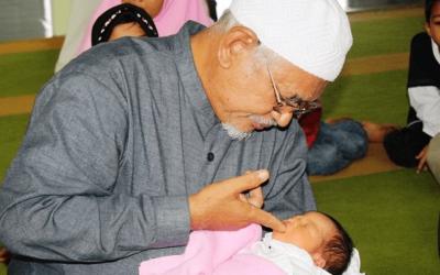 Merawat Bayi Sesuai Anjuran Nabi, Inilah Penjelasannya